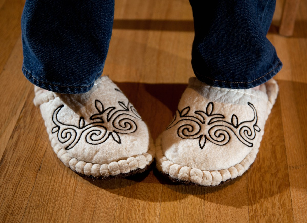 the best slippers for sweaty or smelly feet are breathable and made of natural materials